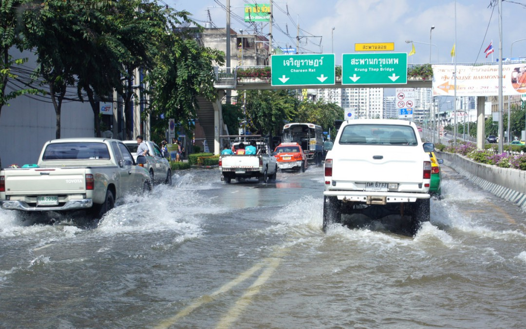 SEA Floods Relief Update #5 – Bangkok battles embankment breachesReading Time: 4 min